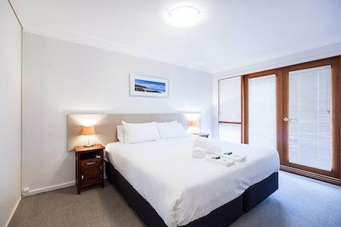 busselton accommodation nightcap at the ship inn main room