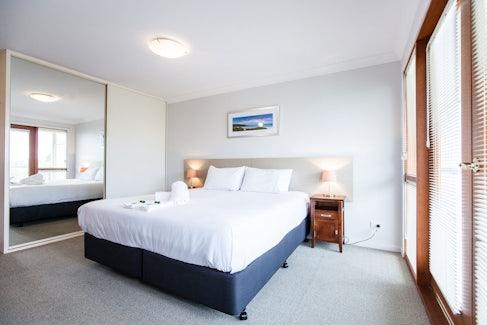 busselton accommodation nightcap at the ship inn main bedroom