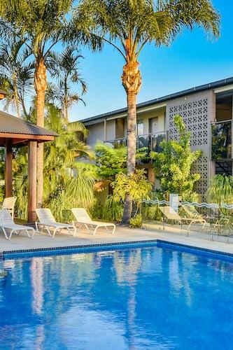 caloundra accommodation pool view 2 nightcap at golden beach tavern