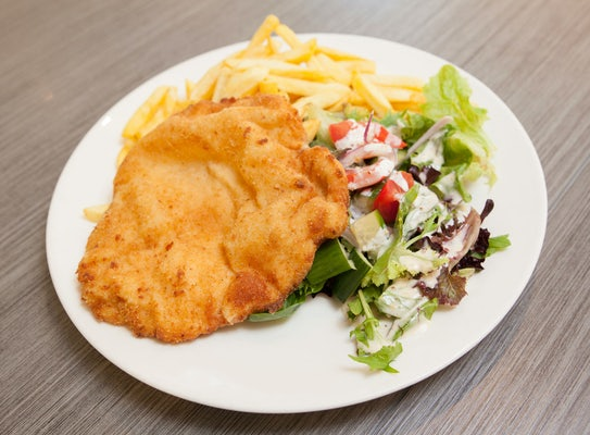 condell park accommodation dining house of schnitzel 1 nightcap at high flyer hotel
