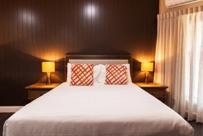Nightcap at Archer Hotel, Nowra