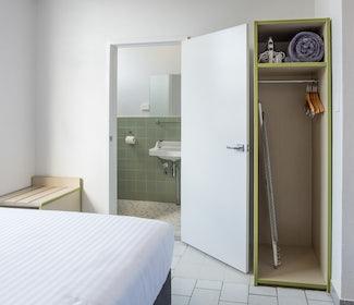 Emerald accommodation studio queen cupboard  Emerald Star Hotel Nightcap
