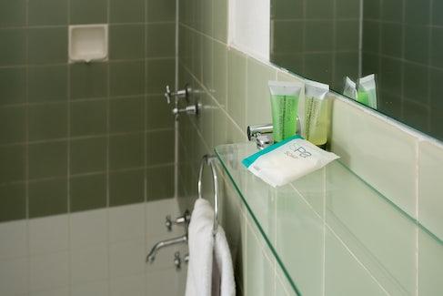 Emerald accommodation bathroom Emerald Star Hotel Nightcap