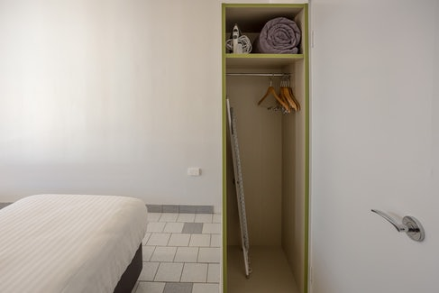 Emerald accommodation bedroom cupboard Emerald Star Hotel Nightcap