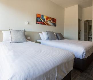 Emerald accommodation two bedroom  Emerald Star Hotel Nightcap