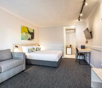 Studio Queen and Sofa at Nightcap at Matthew Flinders Hotel