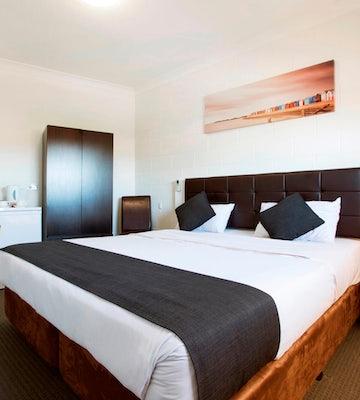 Royal Park accommodation twin family hendon hotel nightcap